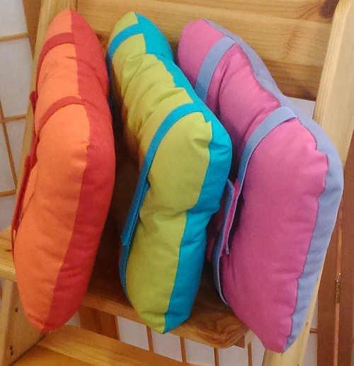 Dvoubarevné polštářové sedáky do dětských židlí