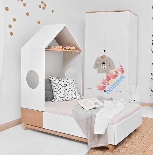 Dřevěná dětská postel se stříškou