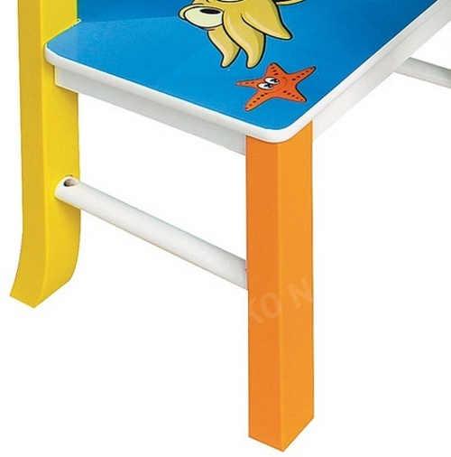 Barevná dřevěná dětská židlička