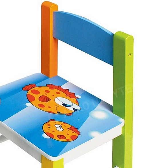 Barevná namalovaná dětská židlička