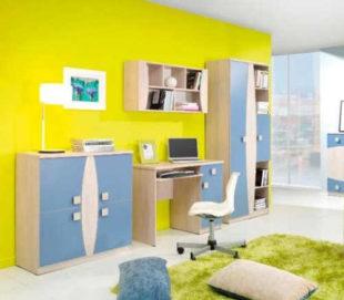 Modrý dětský pokoj s psacím stolem