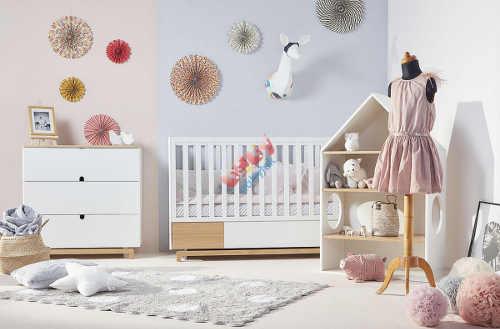 Pokoj pro miminko čisté bílé linie