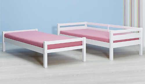 Dřevěná palanda rozložená na dvě samostatné postele