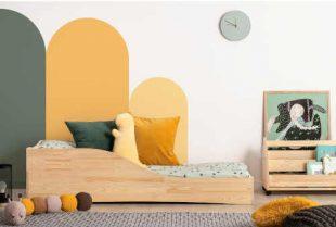 Dětská postel z borovicového dřeva