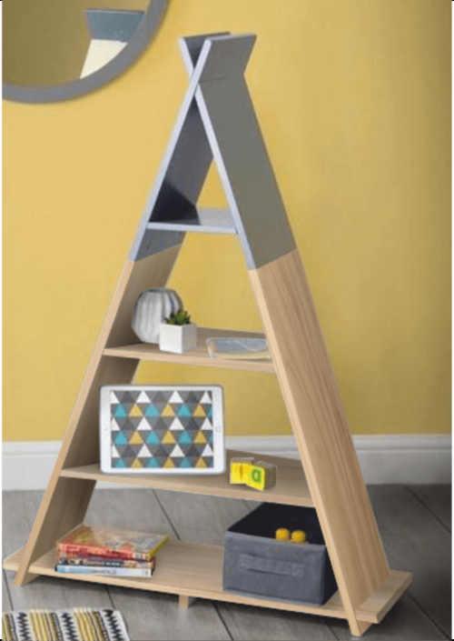 Dětský regál ve tvaru pyramidy
