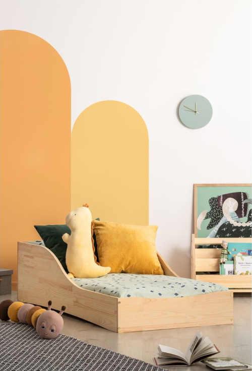 dětská postel v minimalistickém stylu