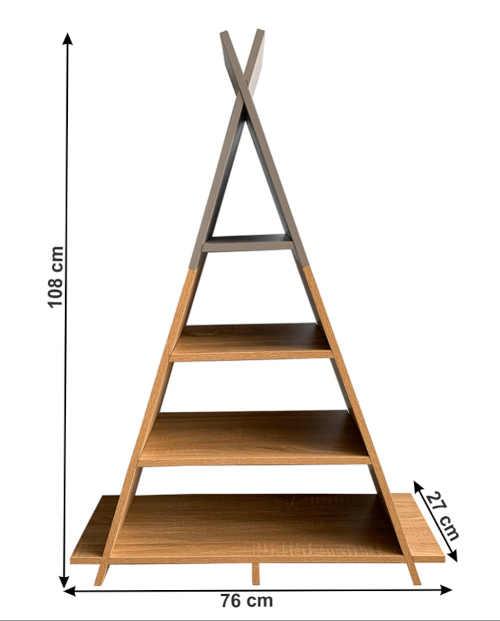 dřevěný regál ve tvaru pyramidy