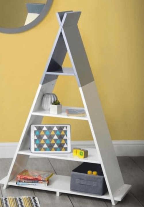 regál pyramida do dětského pokoje
