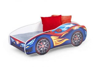 Dětská postel ve tvaru závodního auta