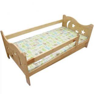 Dřevěná dětská postel s matrací