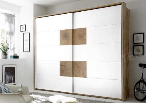 praktická prostorná šatní skříň
