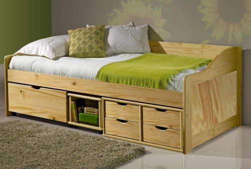Jednolůžková postel z masivu s velkým množstvím úložných prostor