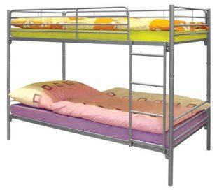 Patrová postel s kovovou konstrukcí